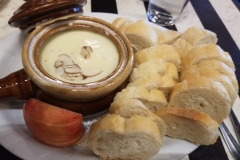 La Fondue Alsacienne (Fondue with Almond Slices)