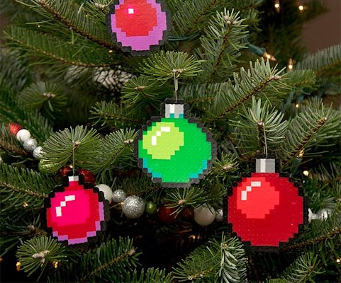 8-bit-pixelated-ornaments-640x532