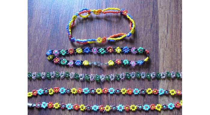 90s Seed Bead Daisy Chain Jewelry